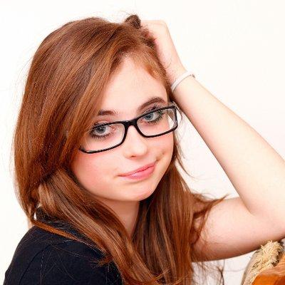 dziewczyna z rudymi włosami
