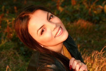 dziewczyna się uśmiecha