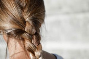 włosy od tyłu