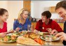 jedzenie razem z rodziną