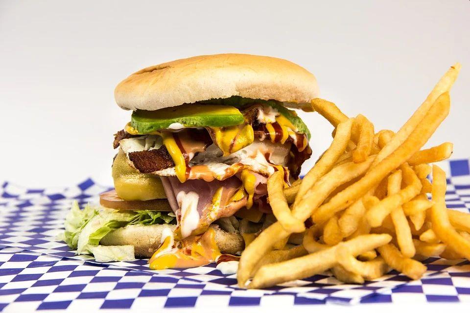 cholesterol w hamburgerze